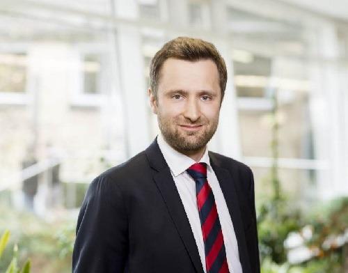 Prof. Dr. Gerrit Remané © Julia Kneuse, Informatiker in der Beratung