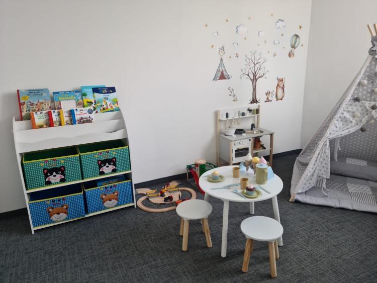 """Das """"Kinderzimmer"""", in dem Eltern mit ihren Kindern arbeiten können"""